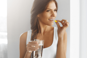 a woman taking diet pills - a blog explaining how and if diet pills work
